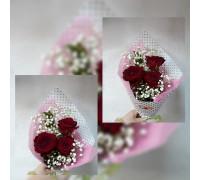 Букет из красных роз и гипсофилы!