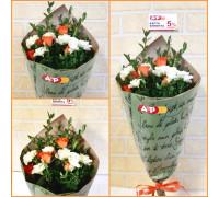 Букет из белой и оранжевой кустовой розы!