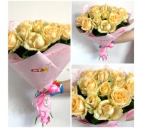 15 cream roses 60 cm in a delicate package!