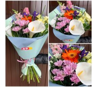 Bright, stylish bouquet of mixed flowers!
