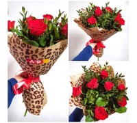 "A bouquet of 7 roses ""Pioneer"" in a stylish package!"