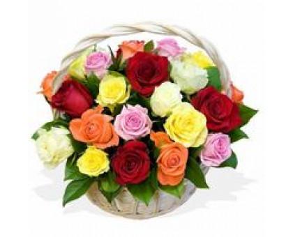 21 роза в корзинке букет. Композиция Корзина из роз микс 40 см. (Греция)