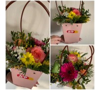 Flower arrangement in a purse!