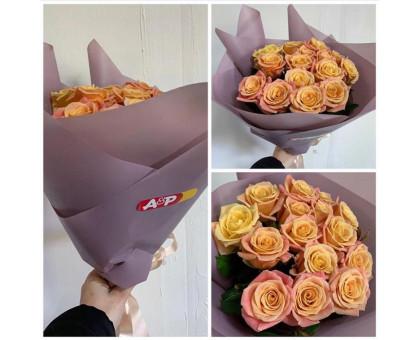 15 ніжних троянд 50 см.