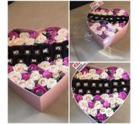 Arrangement of spray roses and chocolate letters in a hat box for your beloved mother!