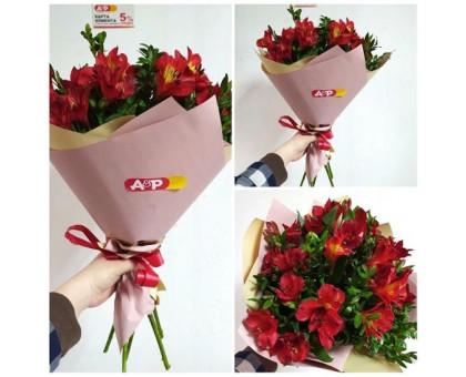 Bright bouquet of 5 alstroemerias!