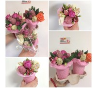 """Mini-bouquets of compliments with strawberries in chocolate and flowers in a glass """"Strawberry Latte""""."""